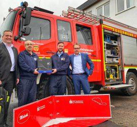 Sparkassen-Versicherung stattet Feuerwehr mit Wärmebildkamera und Stausperre aus